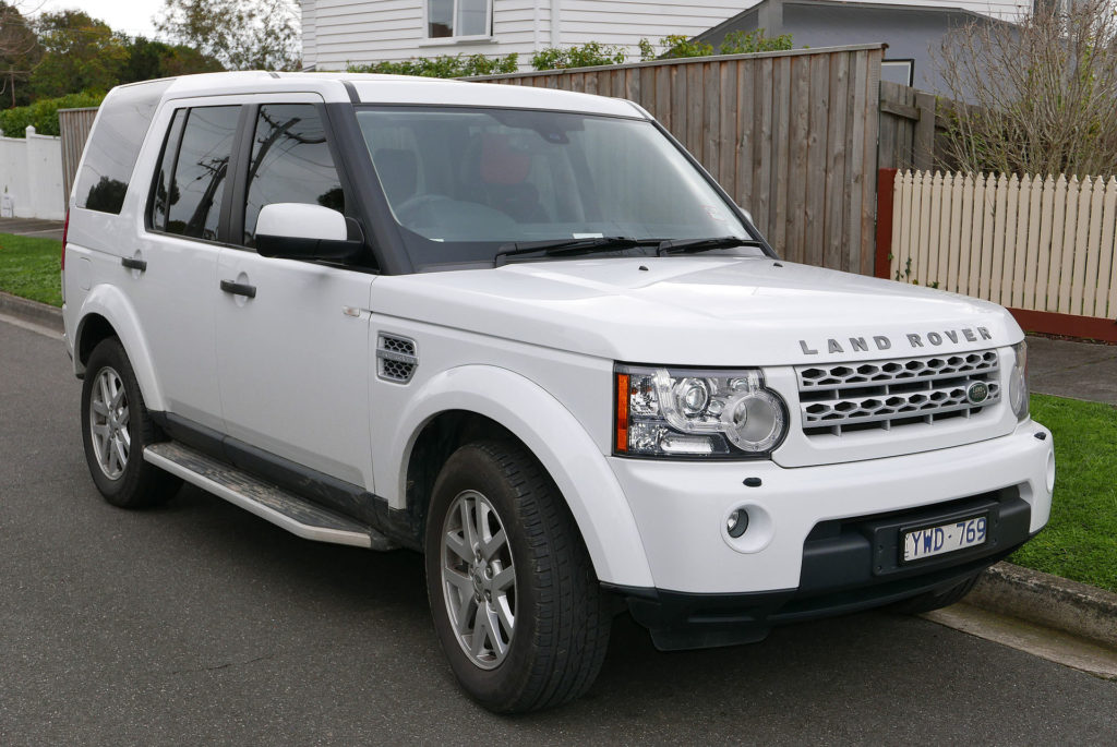 1920px-2012_Land_Rover_Discovery_4_(L319_MY12)_TDV6_wagon_(2015-08-07)_01