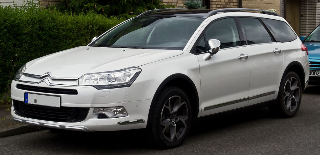 1280px-Citroën_C5_CrossTourer_HDi_200_(II,_Facelift)_–_Frontansicht,_30._Juni_2014,_Düsseldorf
