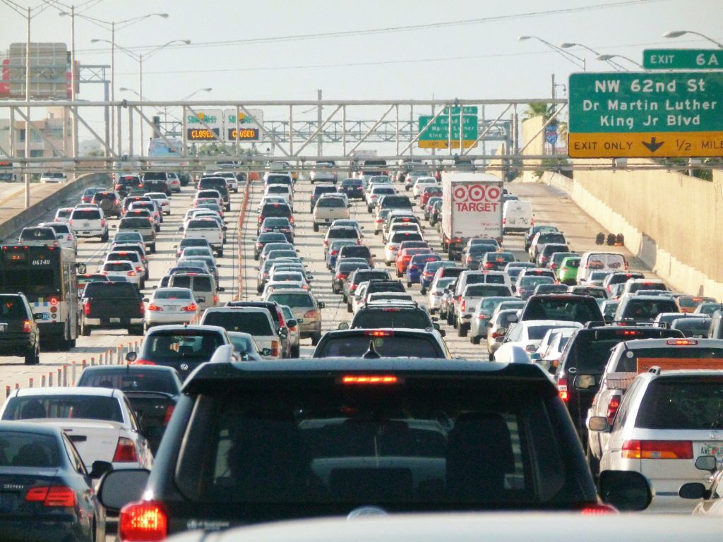 1920px-Miami_traffic_jam,_I-95_North_rush_hour